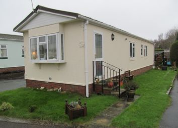 Thumbnail 2 bedroom mobile/park home for sale in Holly Lodge Park (Ref 5202), Lower Kingswood, Tadworth