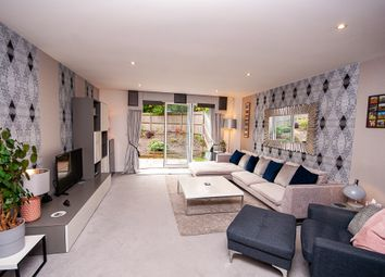 Thumbnail 2 bed flat to rent in Crossways House 209 Sanderstead Road, Croydon