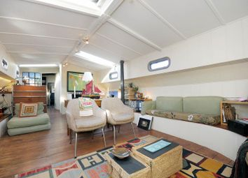 Maxime, Hermitage Wharf, Wapping E1W. 2 bed houseboat