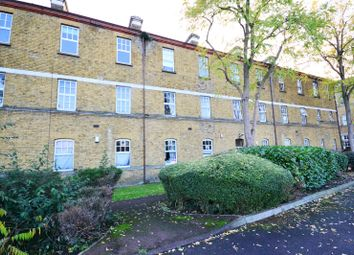 Thumbnail 2 bed flat to rent in Avonley Road, London