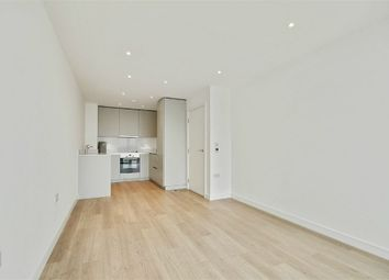 Thumbnail 1 bed flat for sale in Pinnacle Apartments, Saffron Central Square, Croydon