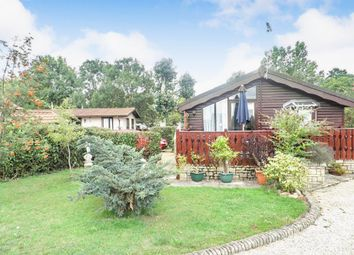 3 bed mobile/park home for sale in High Street, Standlake, Witney OX29