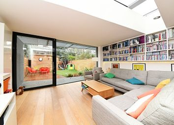 Thumbnail 4 bed town house for sale in Heaven Tree Close, Islington