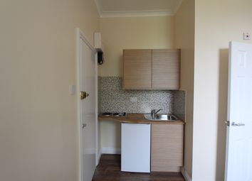 Thumbnail 1 bed flat to rent in Denmark Hill, London / Camberwell