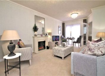 Thorpe Road, Staines-Upon-Thames, Surrey TW18. 1 bed flat for sale