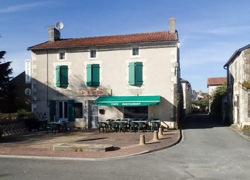Thumbnail Pub/bar for sale in Persac, Vienne, France