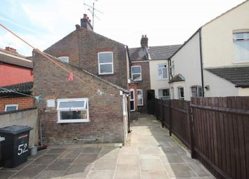 Thumbnail 3 bedroom terraced house to rent in Chatsworth Road, Luton