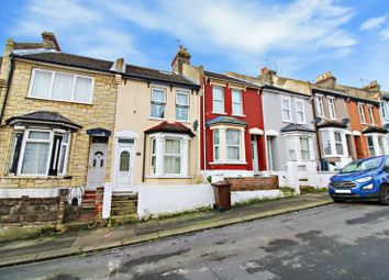 3 bed terraced house to rent in Kitchener Road, Rochester, Kent ME2