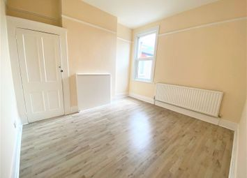 Thumbnail Room to rent in Lyndhurst Road, London
