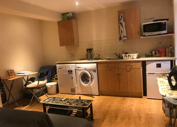 Thumbnail Studio to rent in Vincent Road, London