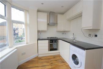 Thumbnail 2 bed flat to rent in Barlow Road, London