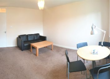 2 bed flat to rent in Addison Close, 2 Bed, Manchester M13
