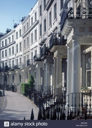 Thumbnail Room to rent in Royal Crescent, Holland Park