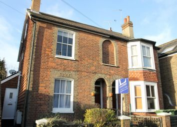 Thumbnail 2 bed flat to rent in Denne Road, Horsham