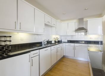 2 bed flat to rent in Langbourne Place, Docklands, London E14