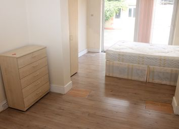 Thumbnail Room to rent in The Larches, Palmers Green