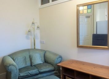 2 bed flat to rent in Maxstoke Gardens, Tachbrook Road, Leamington Spa CV31