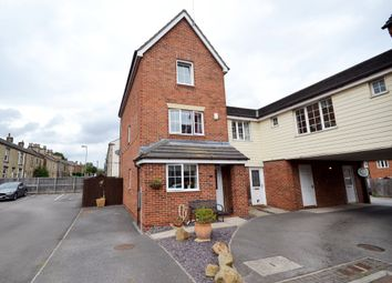 4 Bedrooms Town house for sale in Woodhead Close, Ossett WF5
