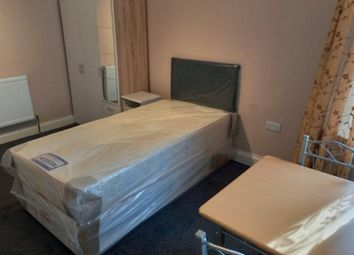 Elstree Gardens, Ilford IG1. Room to rent