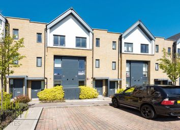 3 Bedrooms Terraced house for sale in Hawfinch Gardens, Kings Park, Harold Wood RM3