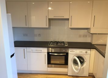 Thumbnail 2 bed flat to rent in Lavender Hill, Battersea, London