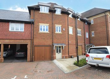 Charlock Place, Warfield, Bracknell, Berkshire RG42. 2 bed maisonette for sale