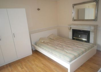 Thumbnail Room to rent in Elver Gardens, St Peters Close, Bethnal Green
