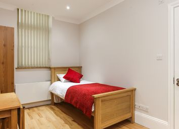 Thumbnail Studio to rent in Courtfield Gardens, Earl's Court