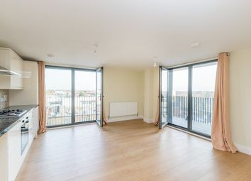3 bed flat to rent in High Road, Ilford IG1