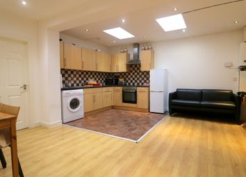 Thumbnail 3 bedroom flat to rent in Fenlake Road, Bedford