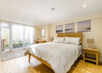 Thumbnail 1 bed flat to rent in The Broadway, Sutton