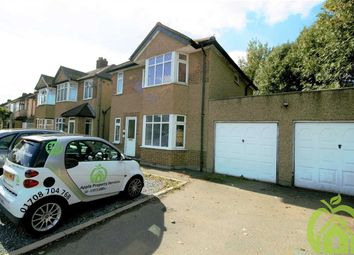 Thumbnail 1 bedroom flat to rent in Upper Brentwood Road, Gidea Park, Romford