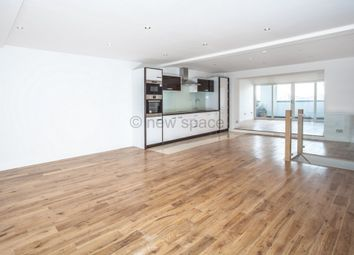 Thumbnail 3 bed flat to rent in Triangle Road, London Fields