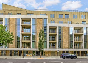 Balham High Road, Tramyard, Balham SW17. 2 bed flat for sale