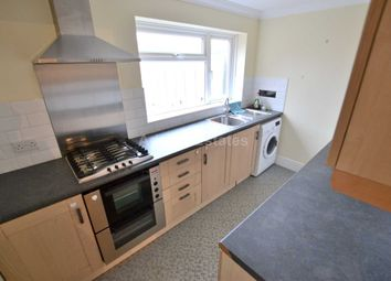 Thumbnail 2 bedroom flat to rent in Lomond Avenue, Caversham, Reading