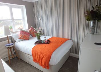 Thumbnail Room to rent in Lacewood Gardens, Reading, Berkshire