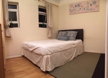 Thumbnail Room to rent in Rutland Park Mansions, London