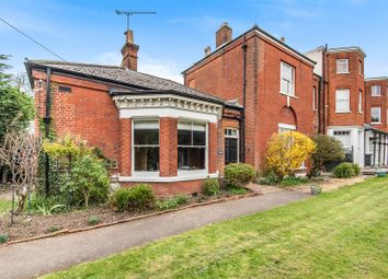Woodcote Road, Epsom KT18. 2 bed flat for sale