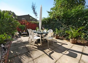 2 bed flat to rent in Keslake Road, Queens Park, London NW6