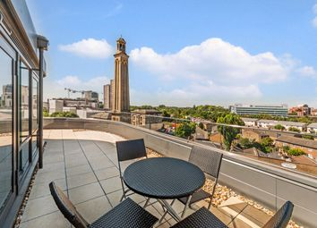 2 bed flat to rent in Rothschild House, Kew Bridge, Middlesex TW8