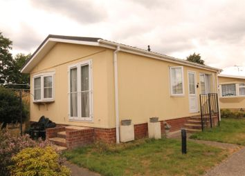 Thumbnail 2 bed mobile/park home for sale in Chilton Farm Park, Fleet Road, Farnborough
