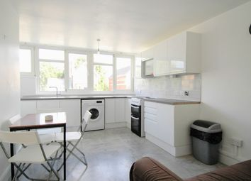 3 bed flat to rent in Flodden Road, Camberwell Green, London SE5