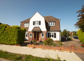 Rosecroft Walk, Pinner, Middlesex HA5. 3 bed detached house