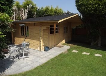 Thumbnail 4 bed bungalow to rent in Downlands Close, Bexhill On Sea