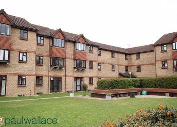 2 bed flat to rent in Bryanstone Road, Waltham Cross EN8