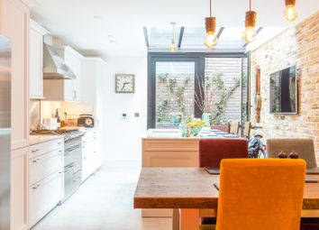 Thumbnail Serviced flat to rent in Calvin Street, London