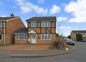 Thumbnail 3 bed detached house for sale in Swan Mead, Luton