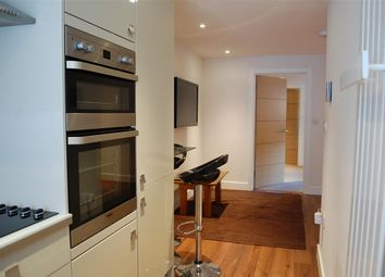 Thumbnail 1 bed flat to rent in Corn Street, Witney, Oxfordshire
