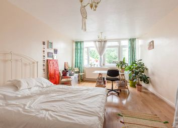 3 bed maisonette to rent in Bow Road, Bow, London E3