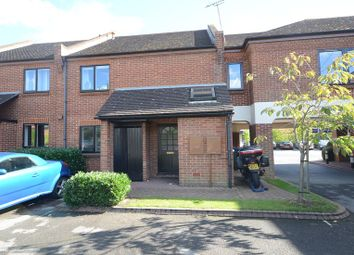 Thumbnail 1 bedroom flat to rent in Station Road, Twyford, Reading